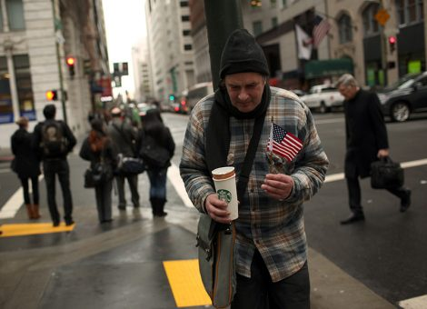 A homeless man begs for money in the Financial District in San Francisco, California March 28, 2012. REUTERS/Robert Galbraith  (UNITED STATES - Tags: SOCIETY POVERTY BUSINESS) - RTR300S7